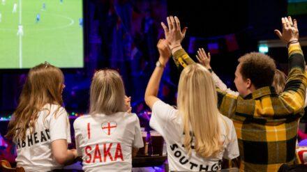 Saka-Unterstützer