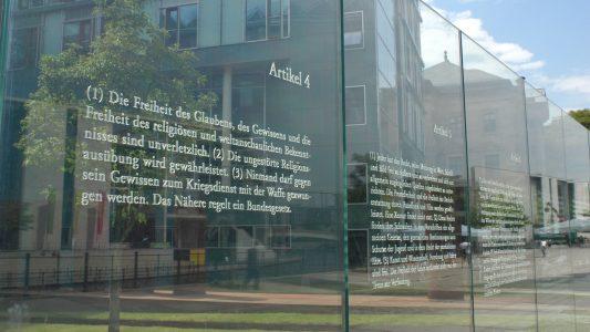 Das Grundgesetz schreibt in seinen ersten 20 Artikeln die Grundrechte der deutschen Bürger fest