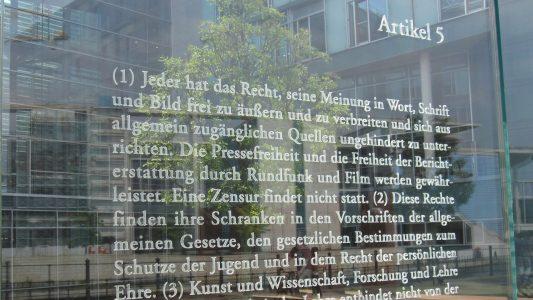 Meinungsfreiheit ist im Grundgesetz garantiert. Die Bereitschaft jedoch, sich auch mit anderen Meinungen zu befassen, sei gesunken, meint der Journalist Gunnar Schupelius.