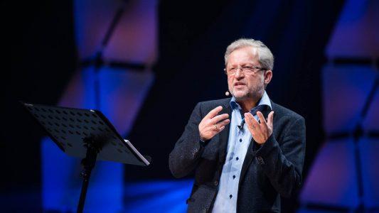 Der Theologe Michael Herbst erklärte auf dem Willow-Creek-Leitungskogress, Leitung nach dem Vorbild von Jesus bedeute, anderen zu dienen