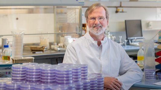 Siegfried Scherer, 65, ist seit 1991 Professor für Mikrobiologie an der Technischen Universität München. Lesen Sie hier ein ausführliches Interview mit dem gläubigen Wissenschaftler.