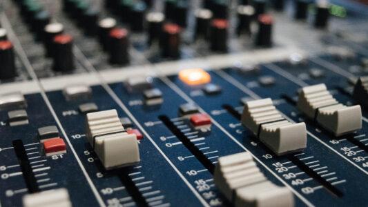 Drei Radiosendungen im Schweizer Radio zum Thema Religion fallen Sparmaßnahmen zum Opfer
