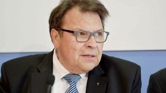 Der Theologe Wolfgang Baake war von 1982 bis 2013 Geschäftsführer der Christlichen Medieninitiative pro (ehemals Christlicher Medienverbund KEP)