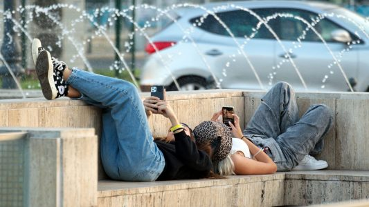 Immer mehr Jugendliche und junge Erwachsene in Deutschland haben ein Problem mit dem richtigen Umgang mit Internet und Computerspielen