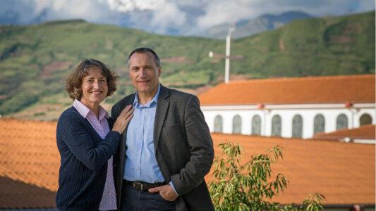 """Das gläubige deutsche Ehepaar Klaus und Martina John rief das Anden-Hospital """"Diospi Suyana"""" ins Leben. Arte drehte eine Dokumentation über das Werk."""