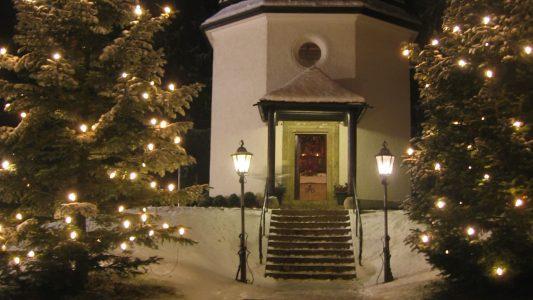"""Die """"Stille-Nacht-Kapelle"""" steht auf den Ruinen der St.-Nicola-Kirche in Oberndorf, wo das berühmte Lied zum ersten Mal erklang"""