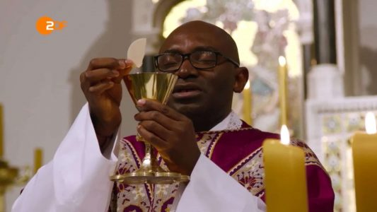 Immer häufiger werden Pfarrer aus dem Ausland nach Deutschland geschickt, um den Priestermangel in der Katholischen Kirche aufzufangen