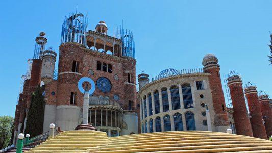 Alles mit den eigenen Händen erbaut: Die Kathedrale von Mejorada del Campo östlich von Madrid wurde von einem Mann in 60 Jahren errichtet