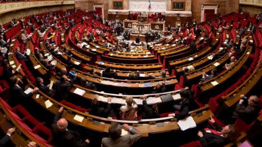 """Das französische Parlament hat am Dienstag das Gesetz """"zur Stärkung der Prinzipien der Republik"""" verabschiedet"""