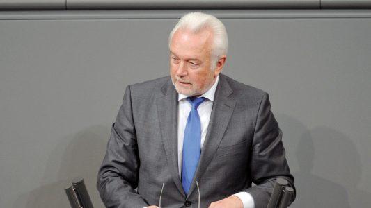 Morddrohungen und verbale Angriffe gegen Politiker sind häufiger geworden im Coronajahr. Auch Wolfgang Kubicki erlebt das.