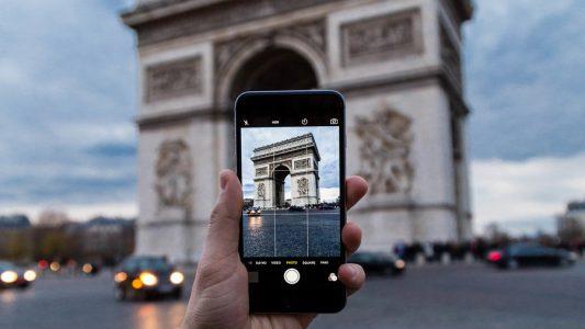 Handyfoto vom Triumphbogen in Paris
